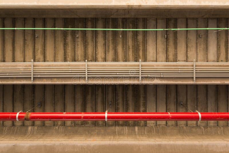 Debajo del puente y de los tubos fotos de archivo