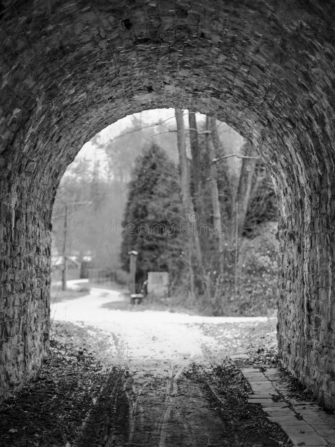 Debajo del túnel del guijarro foto de archivo