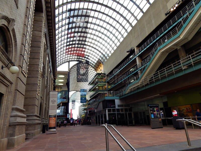 Debajo del toldo de Convention Center fotos de archivo libres de regalías