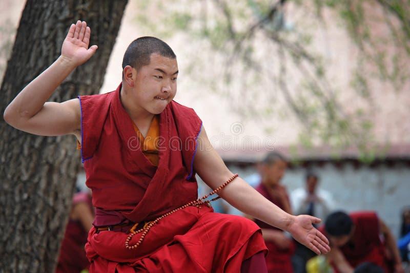 Debate não identificado das monges no monastério dos soros imagem de stock