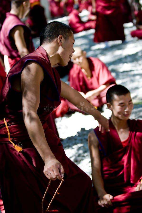 Debattieren der Mönche
