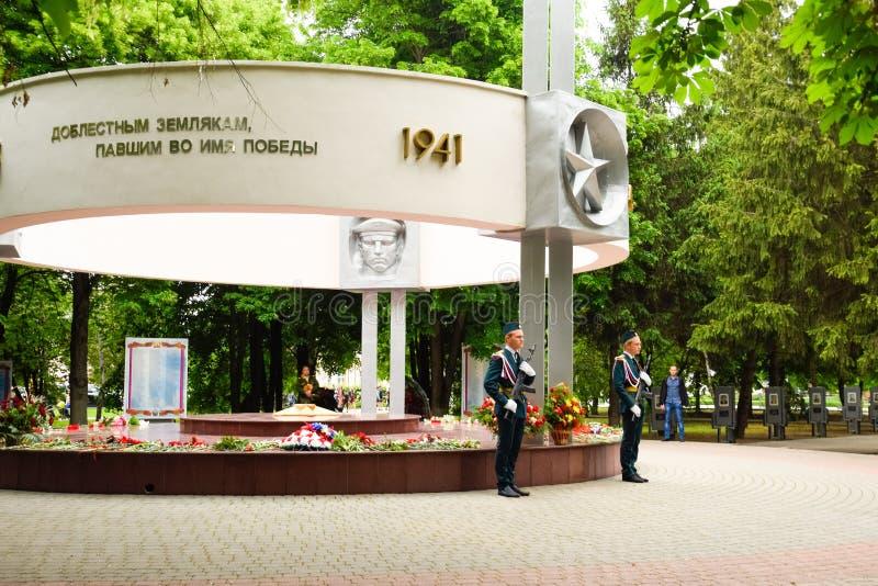 Deber festivo del guardia cerca del monumento a los soldados de los libertadores fotos de archivo libres de regalías