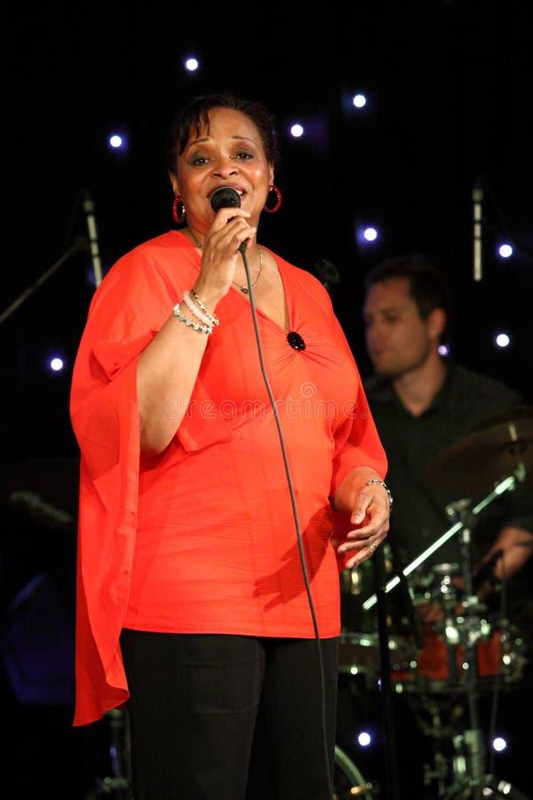 Deborah J. Carter wykonujący w Zagreb VIP klubie obraz royalty free