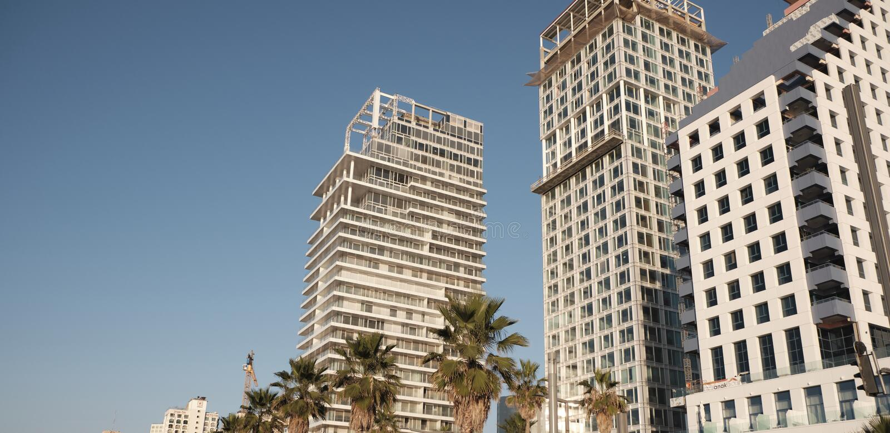 DEC 2019 de Tel Aviv - Edifícios ISRAEL na orla costeira imagens de stock