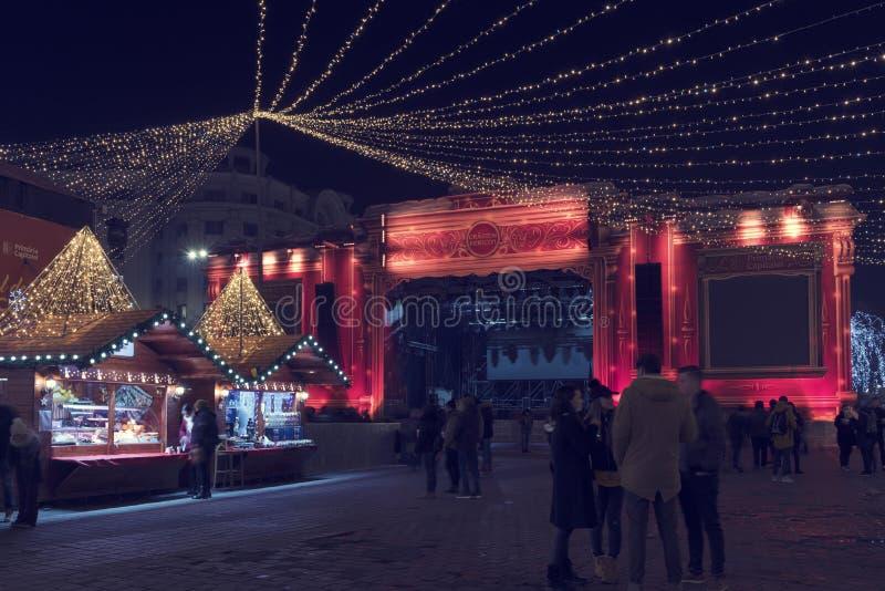 13 Dec 2018, Kerstmisstadium van Roemenië, Boekarest bij Kerstmismarkt bij het Roemeense Parlement Lang blootstellingsbeeld royalty-vrije stock fotografie