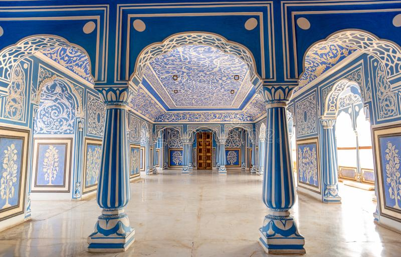 16 Dec 2018 - in Sukh Niwas Blue Room, Stadspaleis, Jaipur, India royalty-vrije stock foto's