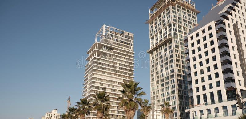 DEC 2019 Tel Aviv - ISRAEL-gebouwen langs de kust stock afbeeldingen