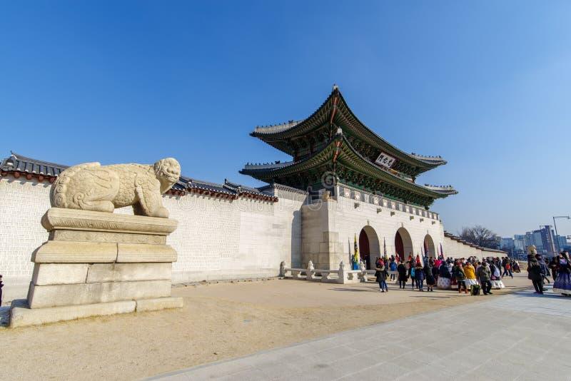 Dec 6,2017 Tourists enter Gwanghwamun at Gyeongbok Palace, Seou stock images