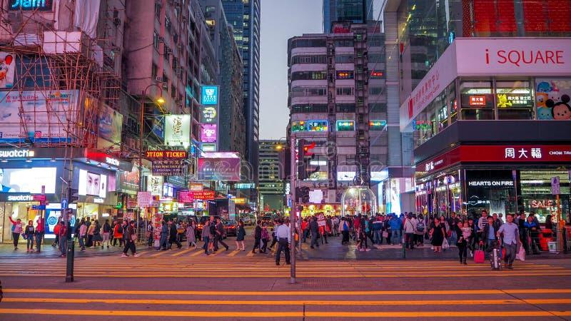14 Dec, 2016 - Tsim Sha Tsui, Hong Kong: Straatmening van Hong Kong beroemd Nathan Road bij 14 Nov., 2016 stock foto