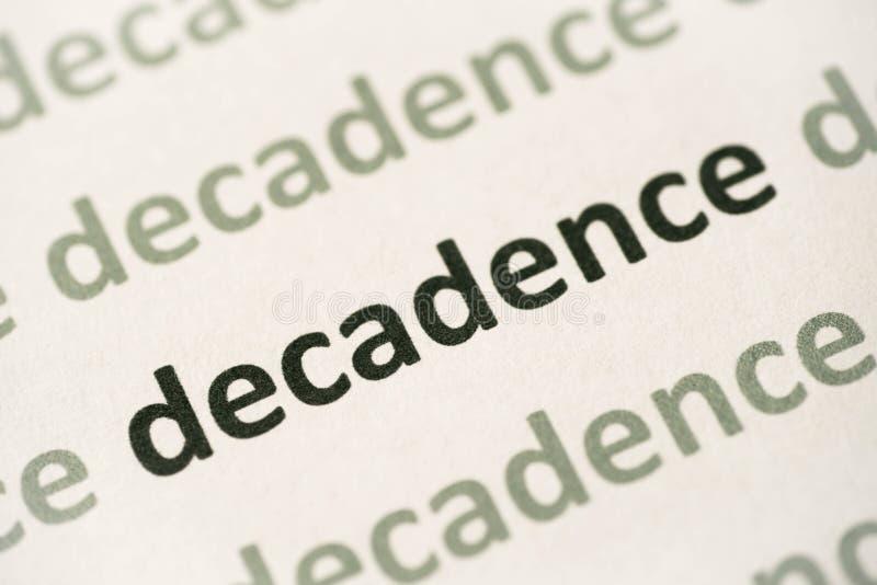Decadencia de la palabra impresa en la macro de papel imagenes de archivo