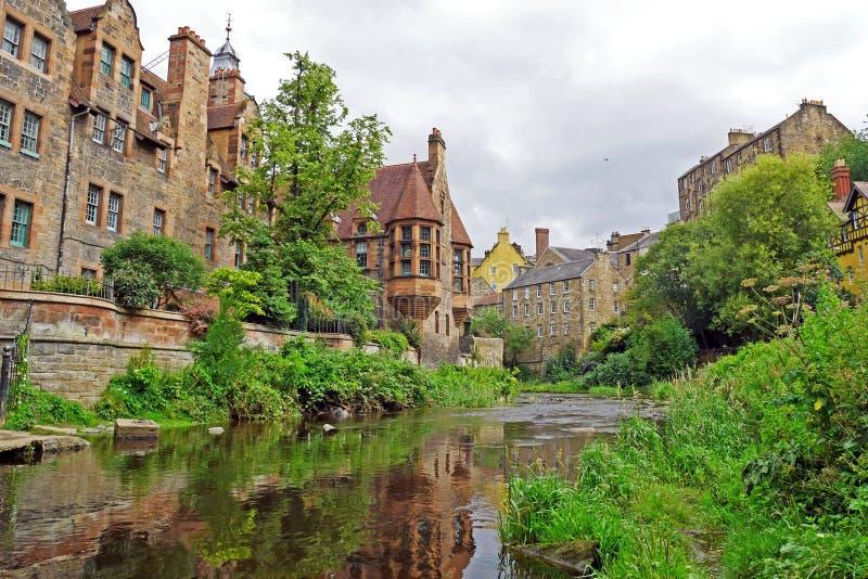 Decano Village a lo largo del agua de río de Leith en Edimburgo, ESCOCIA foto de archivo libre de regalías