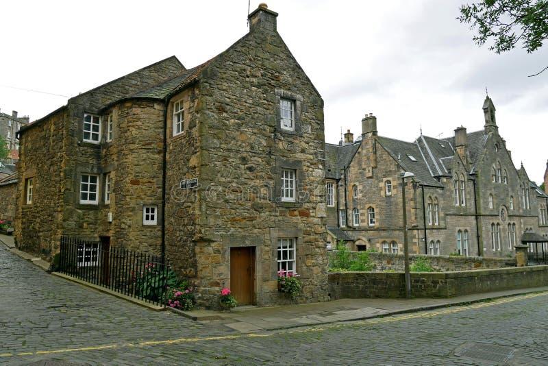 Decano Village a lo largo del agua de río de Leith en Edimburgo, ESCOCIA imagen de archivo libre de regalías