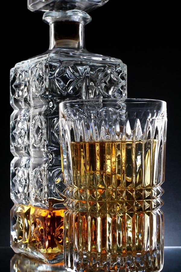 Decantatore & vetro del whisky immagini stock libere da diritti