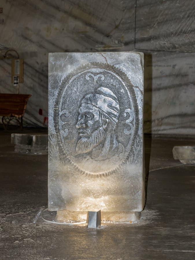 Decebal头从在一个垫座的盐在斯勒尼克-盐沼斯勒尼克Prahova被雕刻在盐矿-在Prahova镇  免版税库存图片