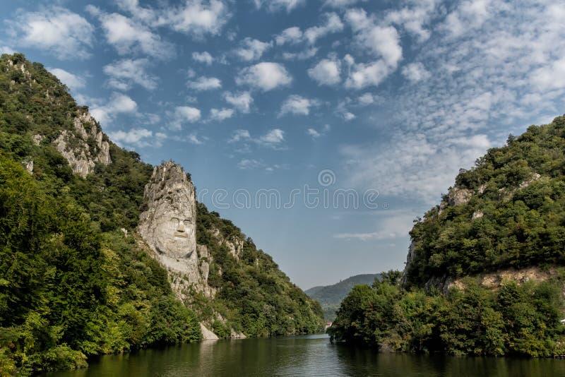 Decebal头在岩石雕刻了,雕刻在山 图库摄影