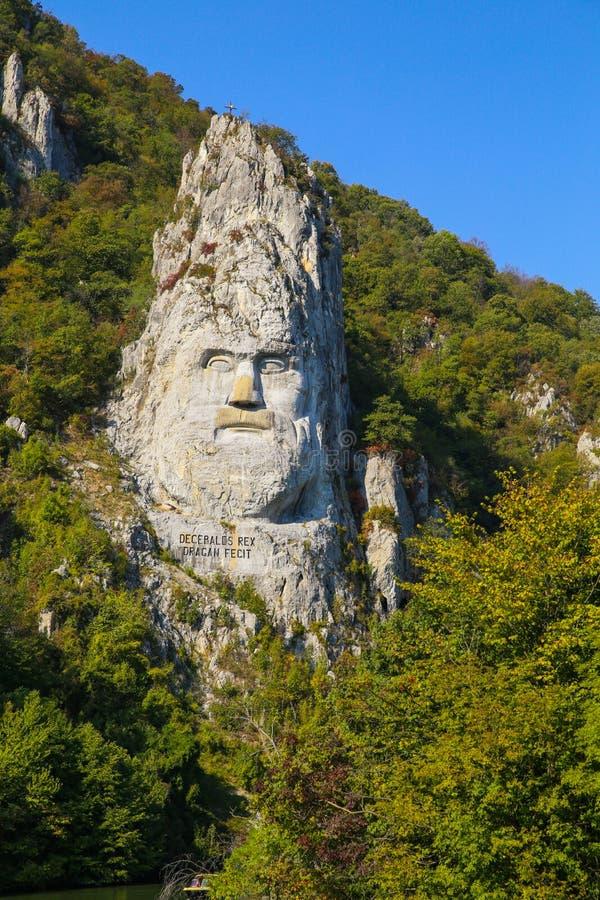 Decebal雕象在山雕刻了 Decebal ` s头在岩石,铁门自然公园雕刻了 免版税图库摄影