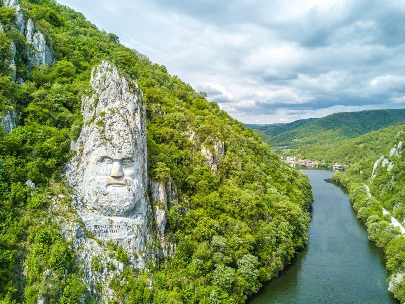Decebal ` s头在岩石,多瑙河峡谷,罗马尼亚雕刻了 免版税库存照片