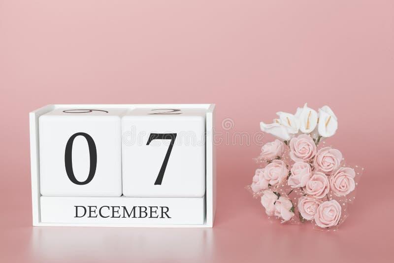 07 december Dag 7 van maand Kalenderkubus op moderne roze achtergrond, concept zaken en een belangrijke gebeurtenis royalty-vrije stock foto