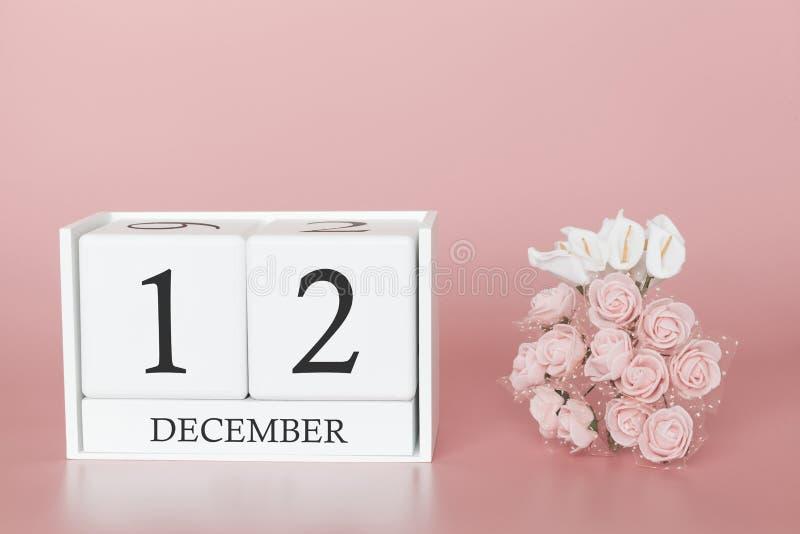12 december Dag 12 van maand Kalenderkubus op moderne roze achtergrond, concept zaken en een belangrijke gebeurtenis royalty-vrije stock afbeeldingen