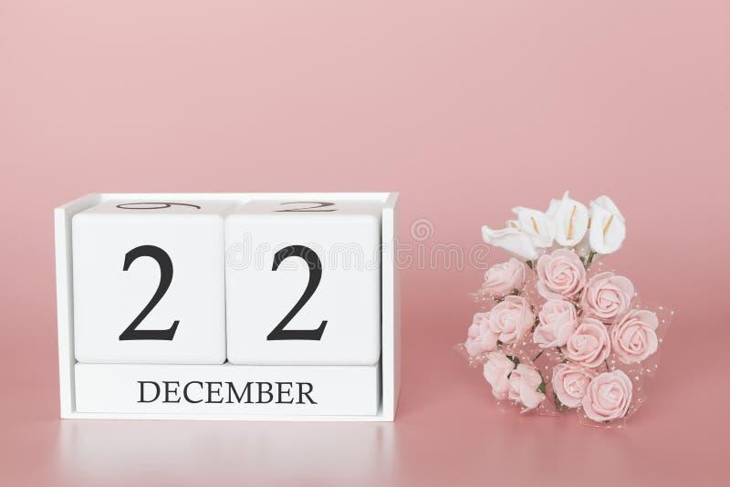 22 december Dag 22 van maand Kalenderkubus op moderne roze achtergrond, concept zaken en een belangrijke gebeurtenis stock fotografie