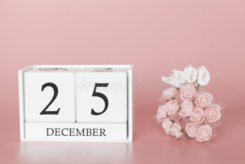 25 december Dag 25 van maand Kalenderkubus op moderne roze achtergrond, concept zaken en een belangrijke gebeurtenis royalty-vrije stock foto