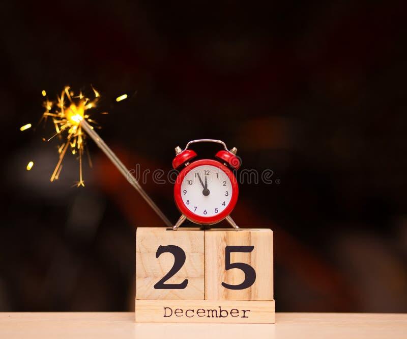 25 december Eve Christmas Dag 25 van maand, kalender op donkere achtergrond Het concept van het nieuwjaar stock foto