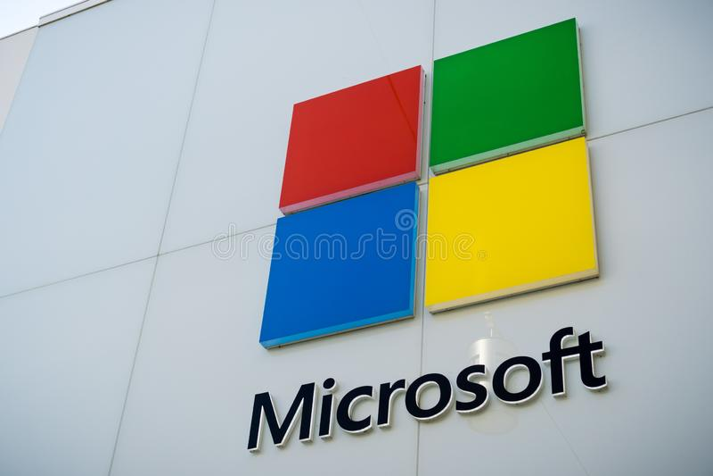 December 7, 2017 Palo Alto/CA/USA - Microsoft logo på lagret som placeras på Stanford Shopping Center, Silicon Valley, San arkivbilder