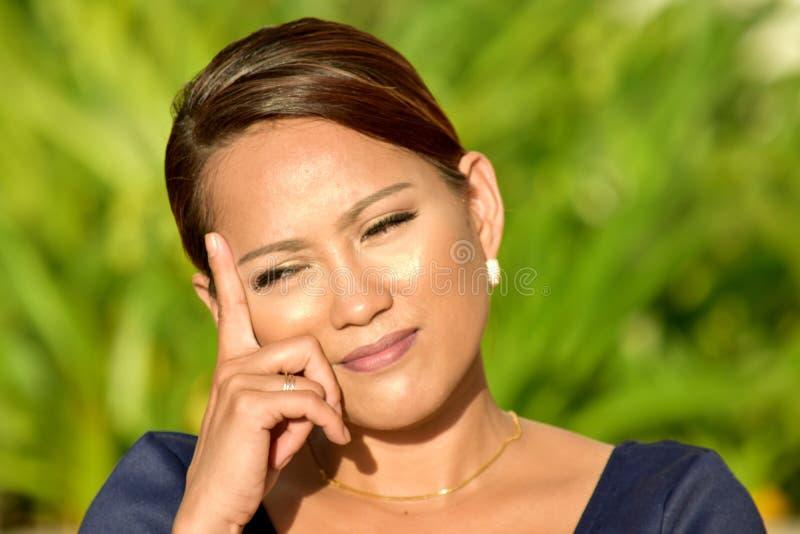 Decisión joven de Filipina Adult Female Making A foto de archivo