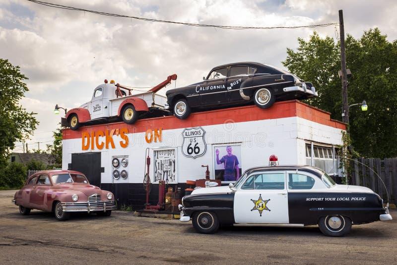 Deckare` s som bogserar vägrendragningen i USA Route 66 i Joliet, Illinois, USA arkivbilder