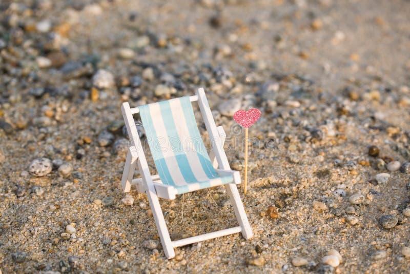 Deckchair на пляже, ослабляет стоковые изображения rf