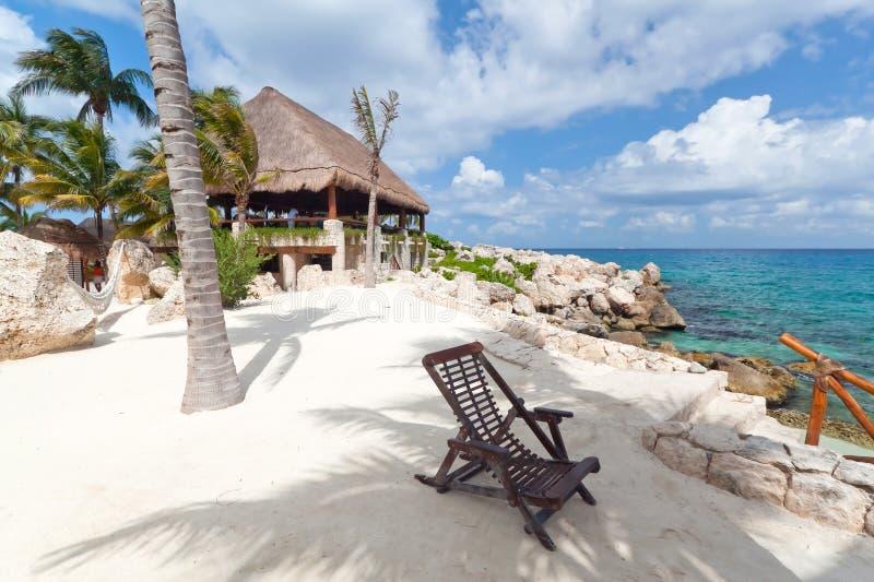 Deckchair al mare caraibico immagini stock