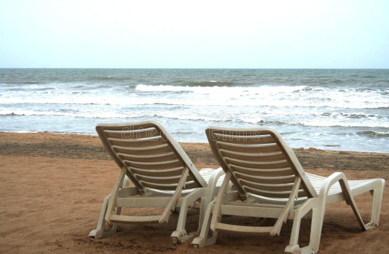 Deckchair op tropisch stock foto's