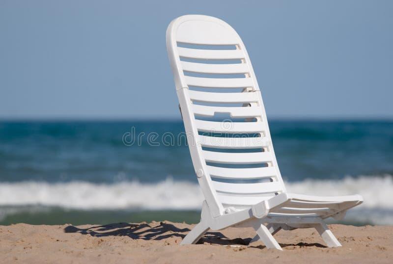 Deckchair sulla spiaggia fotografia stock libera da diritti