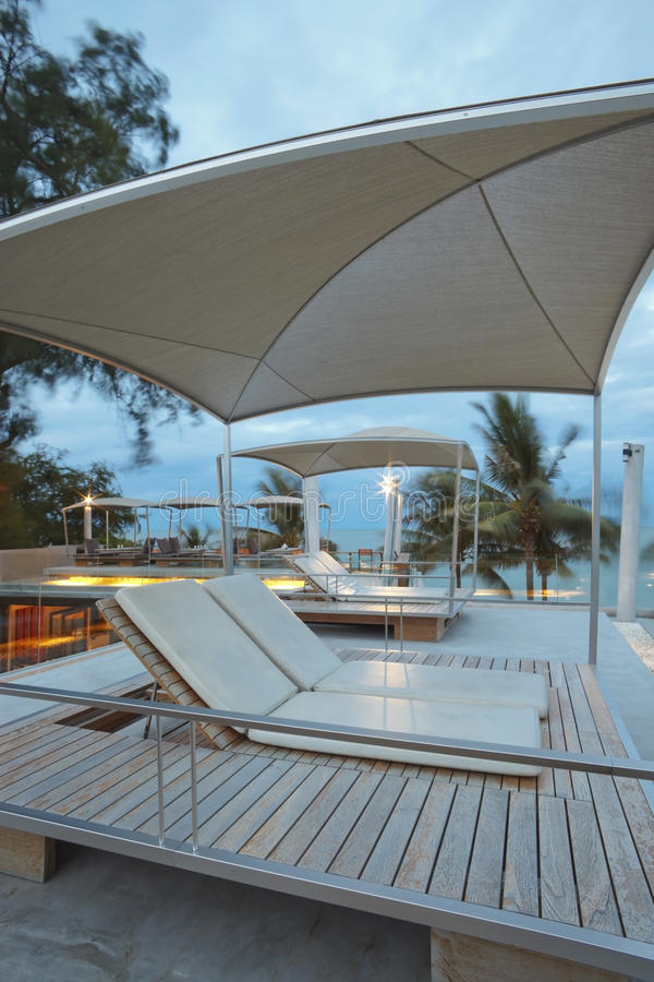 deckchairs basenu dopłynięcie fotografia stock