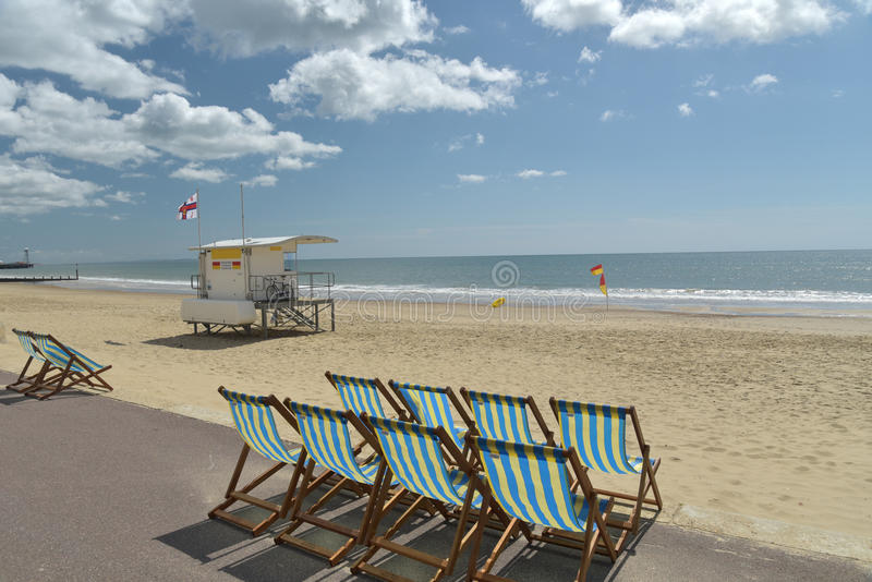 Deckchairs i loungers na plaży, Bournemouth fotografia royalty free
