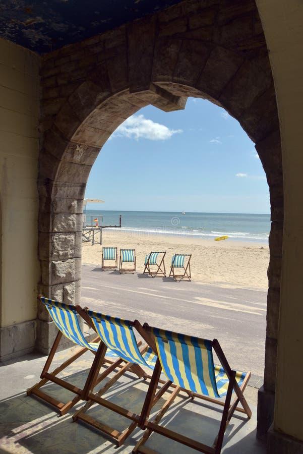 Deckchairs i loungers na plaży, Bournemouth obraz royalty free