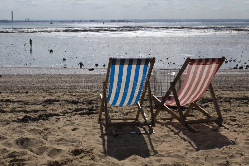 Deckchairs przy morzem, Essex, Anglia obraz stock
