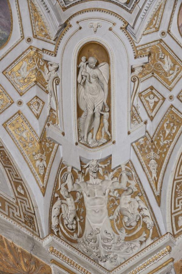 Decke in der Halle der Vatican-Museen stockfotografie