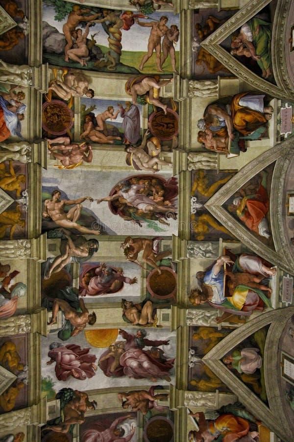 Decke der Sistine-Kapelle in Vatikan stockfotos