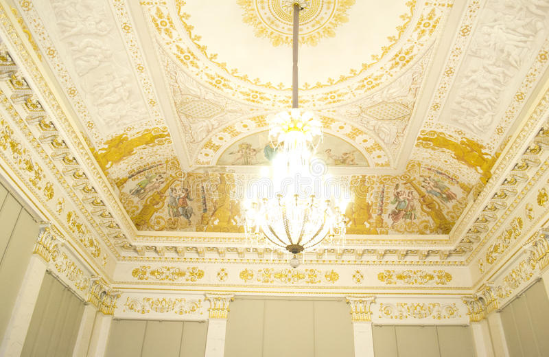 Decke des russischen Museums in der hohen Taste stockfotos