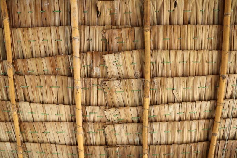 Decke des thailändischen lokalen Pavillons gemacht von getrockneten Blättern der Nipapalme lizenzfreie stockfotografie