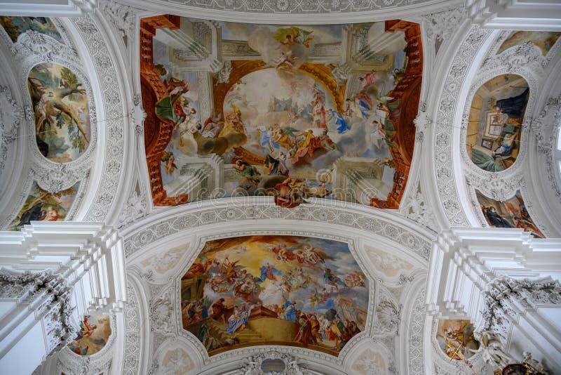 Decken-barocke Kirche, verzierte reich Basilika St Martin, Weingarten, Deutschland lizenzfreie stockfotografie