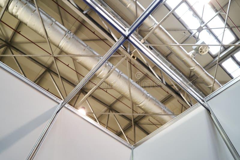 Decken-Lüftungsanlage und Klimaanlagesystem stockfotos