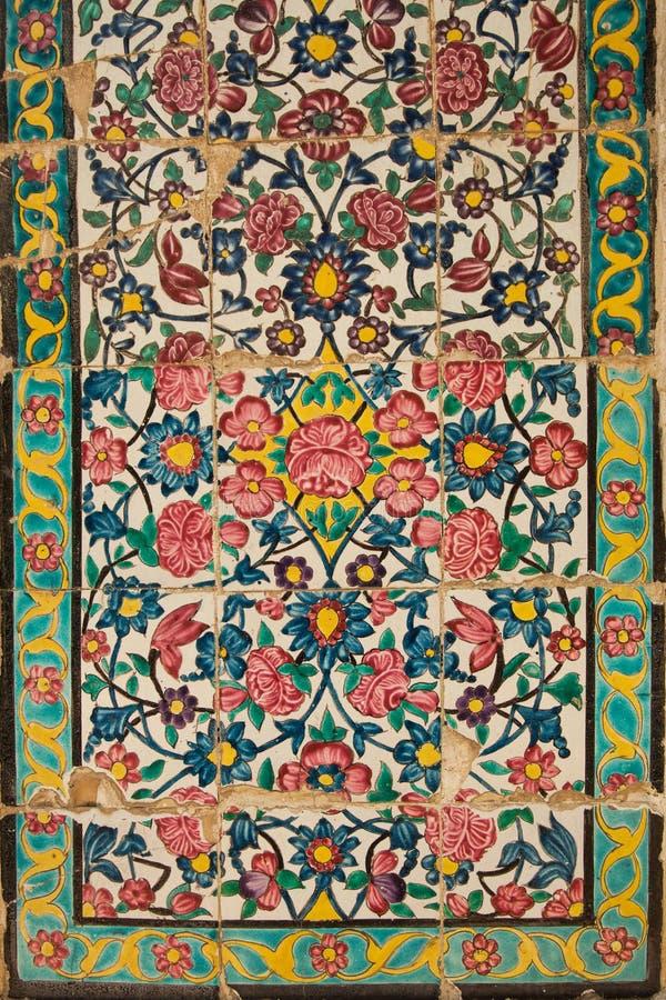 Decken Sie Platte mit Ziegeln, medrese Khan, Shiraz, der Iran stockbild