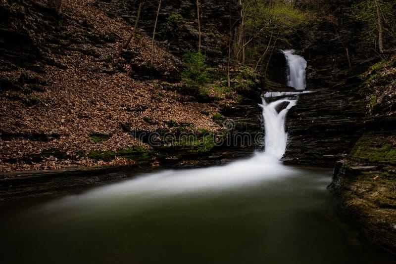 Deckertown понижается - долгая выдержка - водопад - осень - Нью-Йорк стоковая фотография
