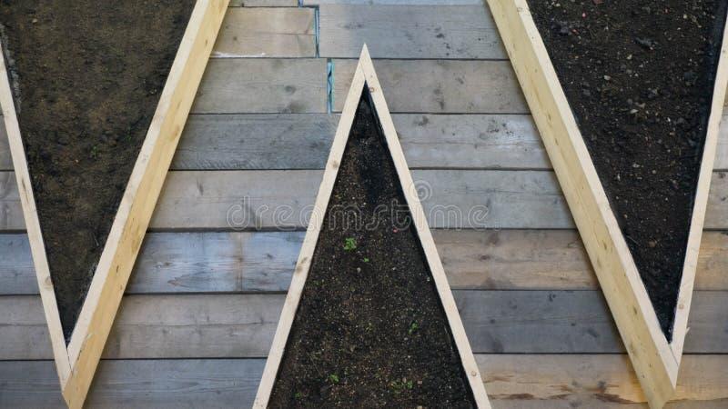 Decking de madeira com sujeira foto de stock royalty free