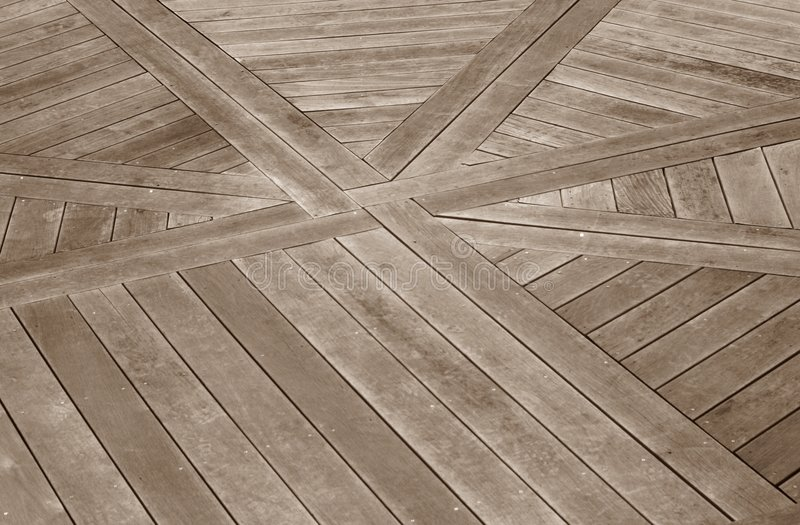 Decking de madeira com um projeto fotografia de stock royalty free