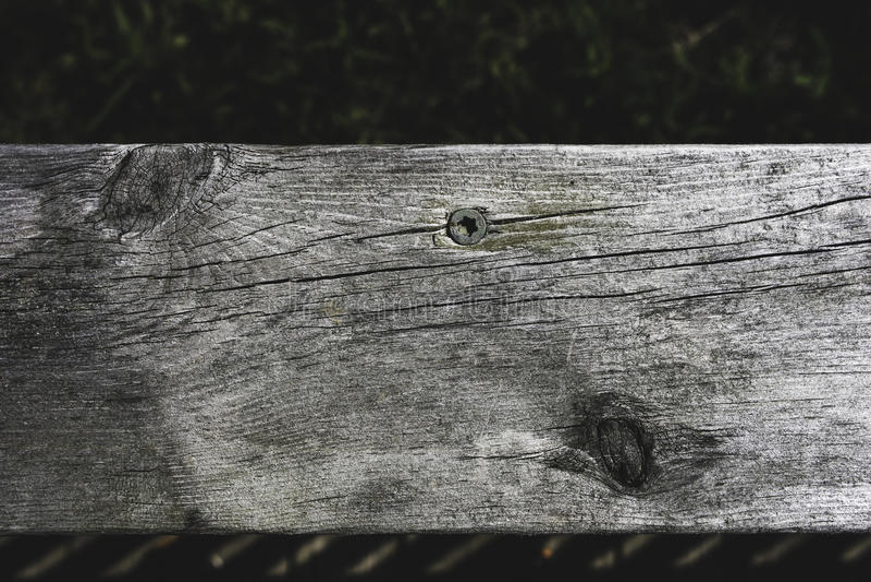 Decking de madera del pino nudoso de Wethered fotos de archivo
