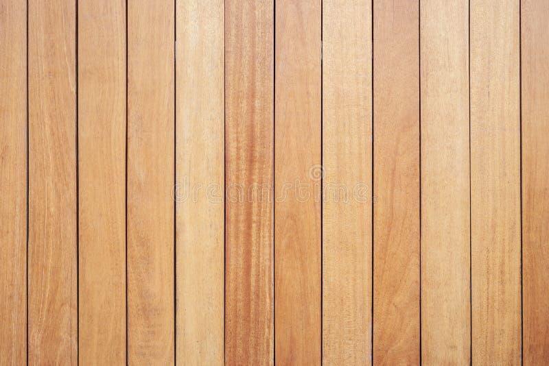 Decking o suelo de madera exterior en la terraza imágenes de archivo libres de regalías