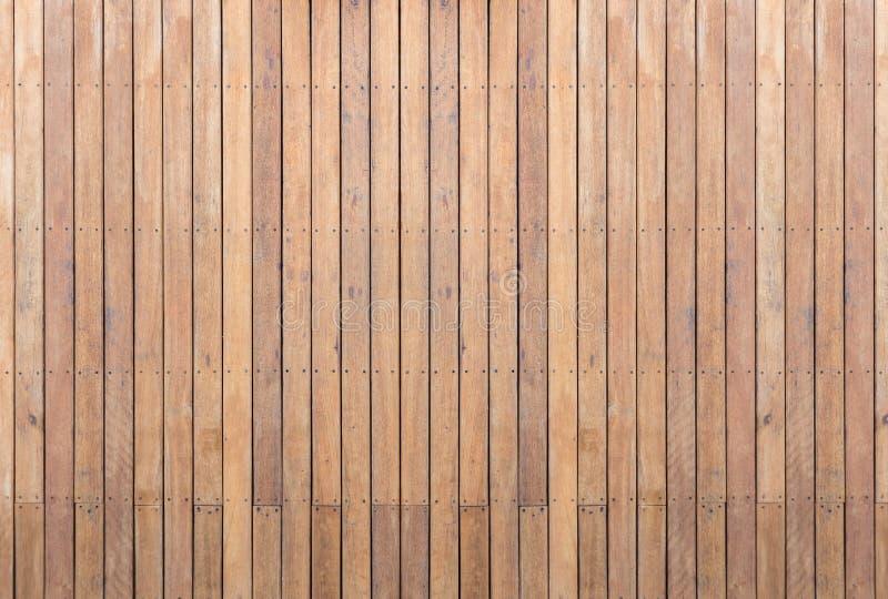Decking o suelo de madera exterior en la terraza fotos de archivo